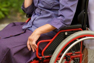 wheelchair 介護と女性